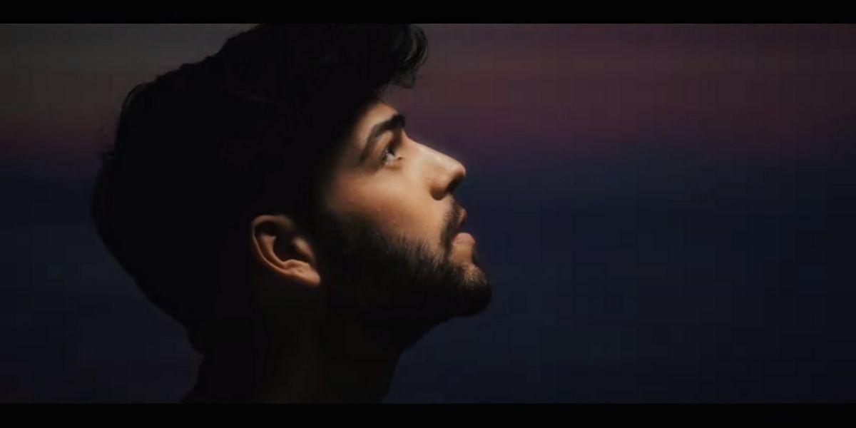 Agoney en el vídeo de 'Más'