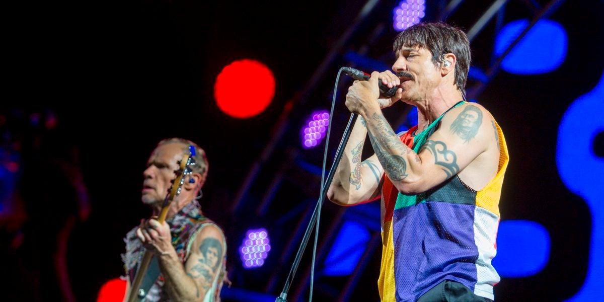 Red Hot Chili Peppers durante una actuación
