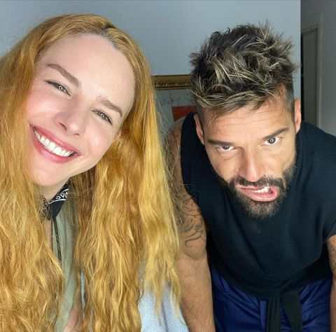 La modelo Eglantina Zingg con Ricky Martin