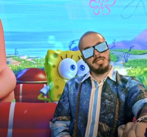 J Balvin, Patricio y Bob Esponja, en el vídeo de 'Agua'