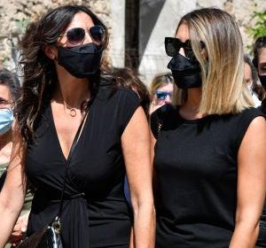 Paz Padilla con su hija Anna Ferrer en el funeral de Antonio Juan Vidal