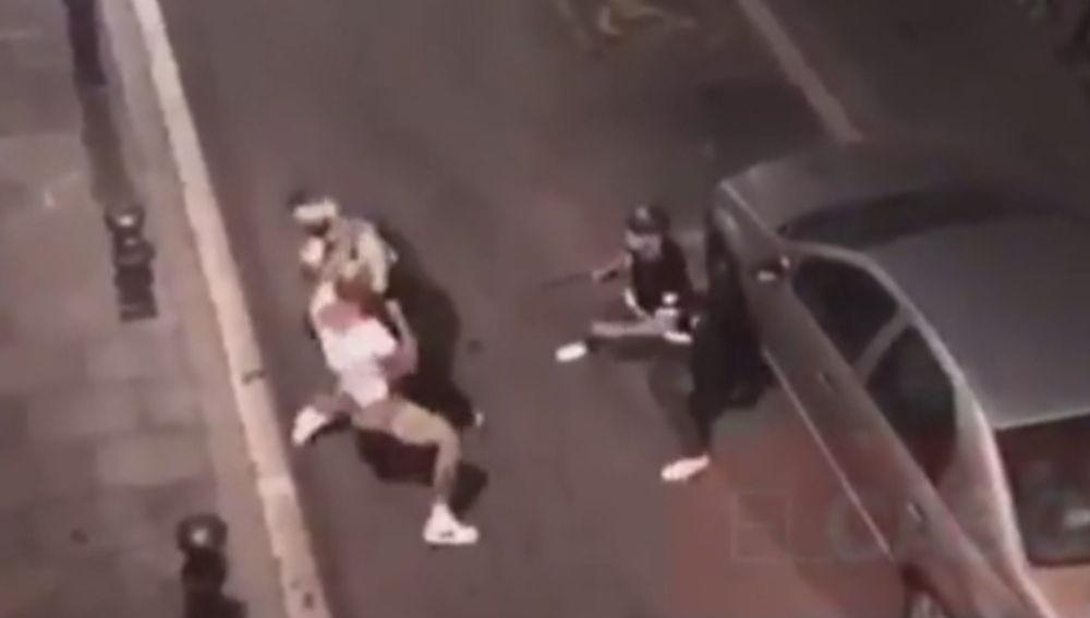 Un boxeador agrede a  un mosso en Barcelona