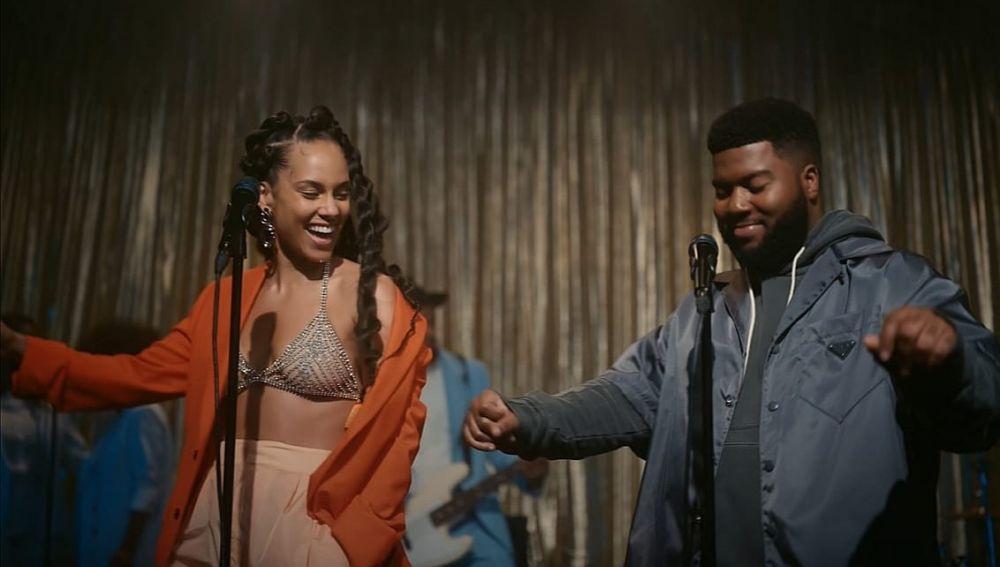 Alicia Keys y Khalid en el vídeo de 'So Done'