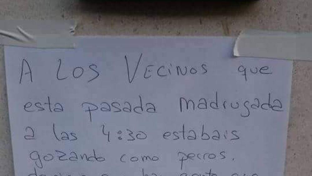 """El cartel a unos vecinos """"muy fogosos"""""""
