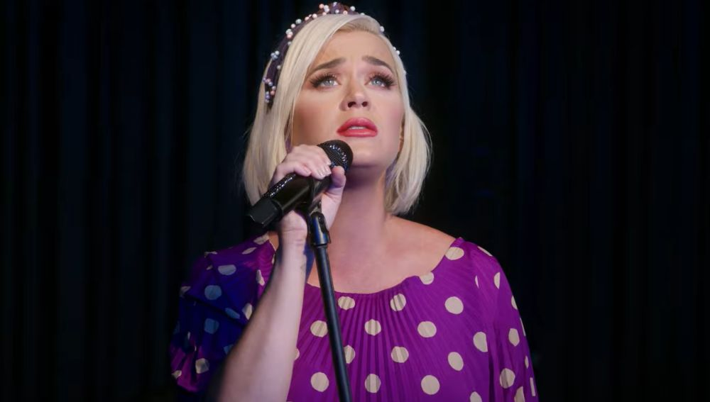 Katy Perry en el vídeo de 'What Makes A Woman'
