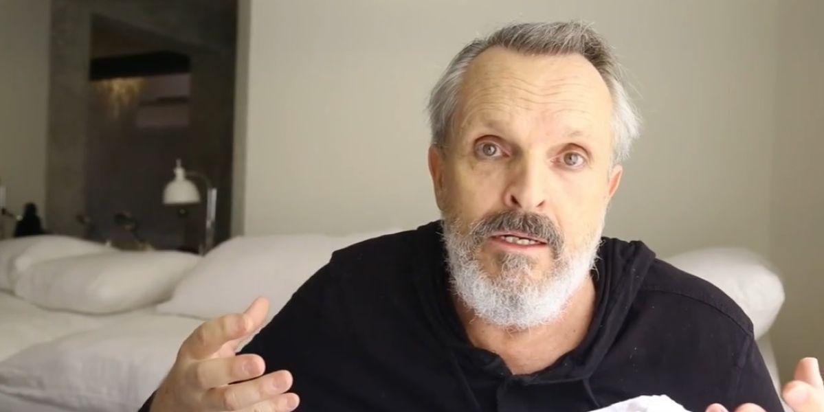 El cantante Miguel Bosé en un vídeo en el que habla sobre el uso de mascarillas.