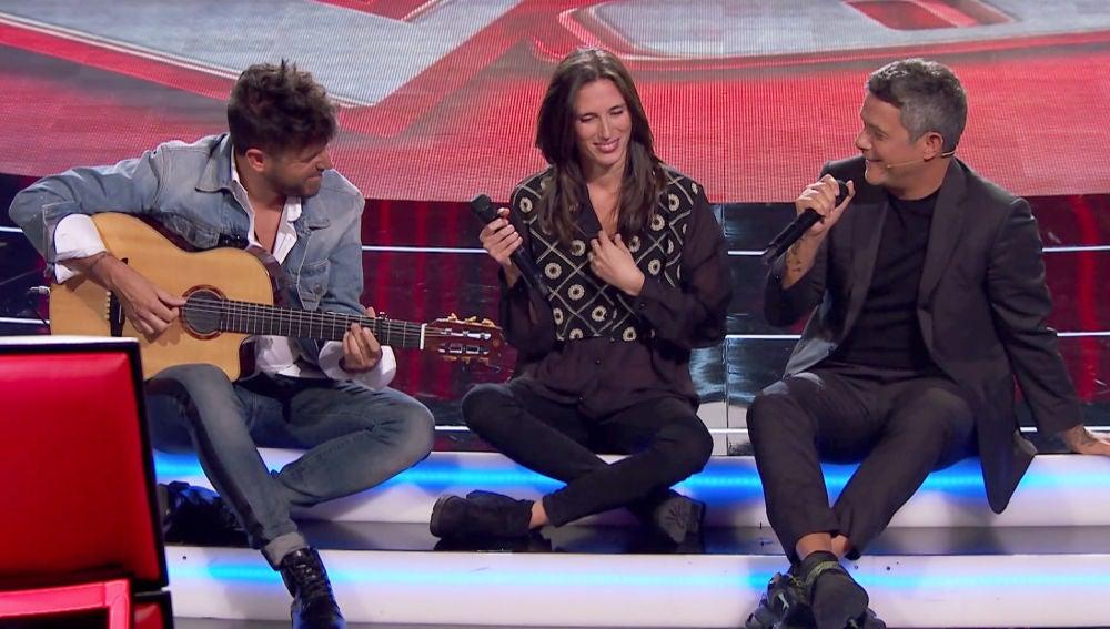 Alejandro Sanz y Pablo López acompañan a Mar Rodríguez cantando en directo en las Audiciones a Ciegas de 'La Voz'