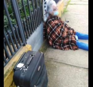 Imagen de la anciana tirada en la calle en Chile