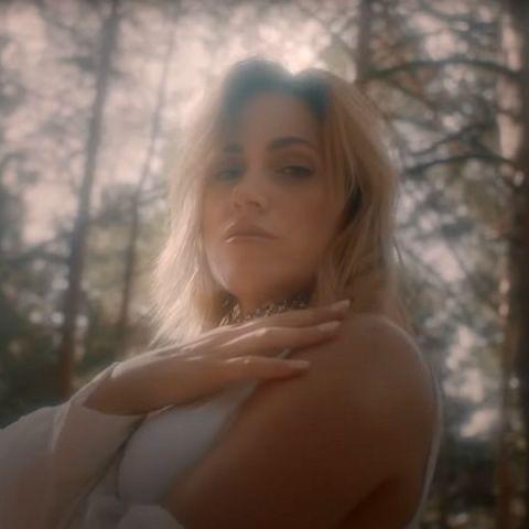 Jennifer Rojo en el vídeo de 'No Eres Tú'