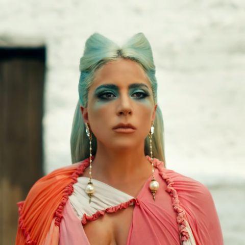 Lady Gaga en el videoclip de '911'