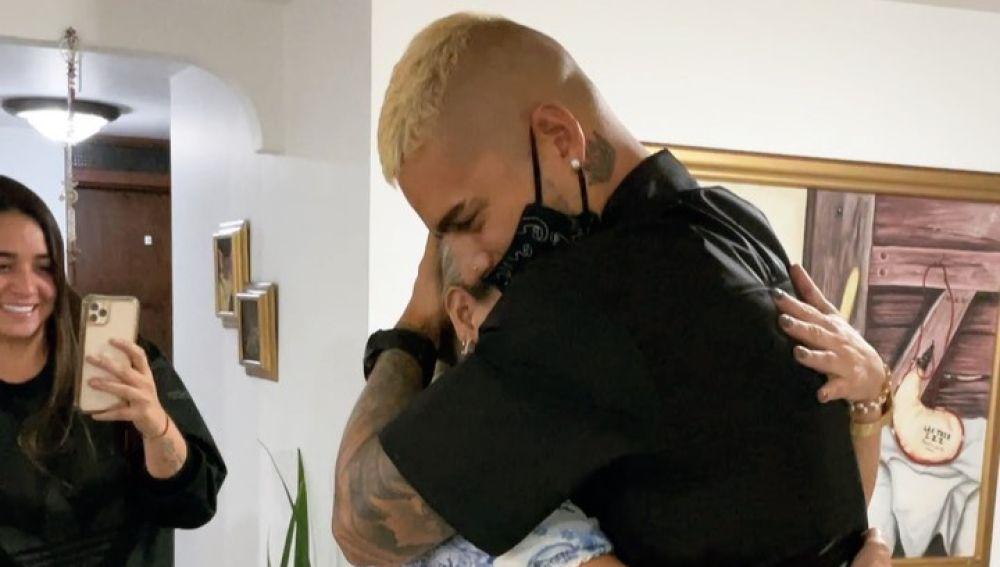 La bonita sorpresa de Maluma a su madre