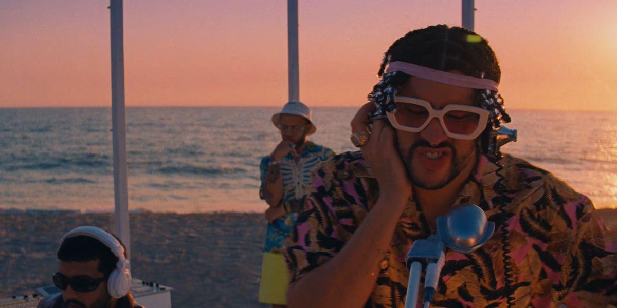 Bad Bunny en el videoclip de 'Dákiti'