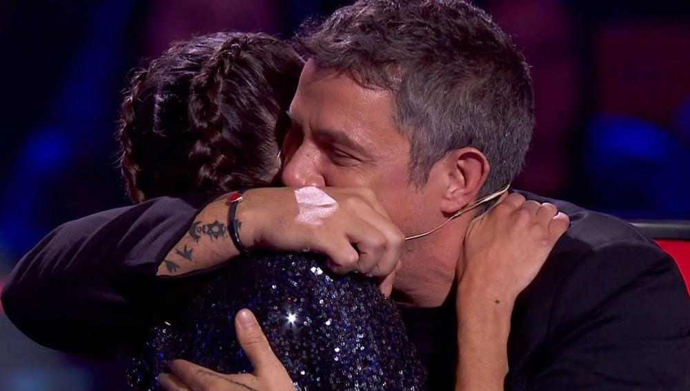 """""""Ahora entiendo por qué estás donde estás"""": Tini conmueve a Alejandro Sanz en su adiós en 'La Voz'"""