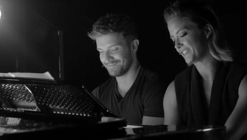 Pablo Alborán junto con María Casado para la serie documental 'Escena en Blanco y Negro'