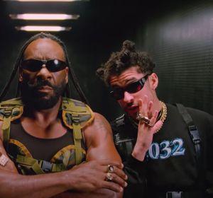 Bad Bunny junto al luchador Booker T en el videoclip de su sencillo 'Booker T'