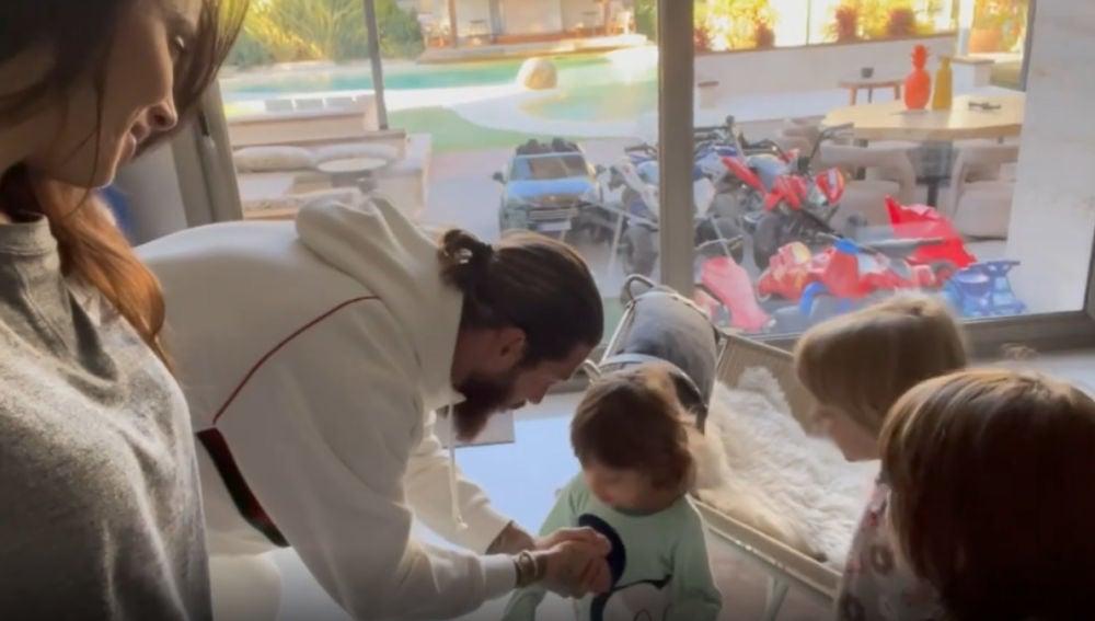 Pilar Rubio y Sergio Ramos en el día de Reyes junto con sus hijos