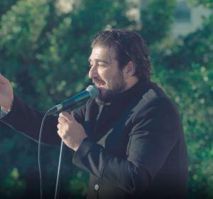 Antonio Orozco rinde homenaje al personal sanitario en un concierto en el Hospital de Melilla