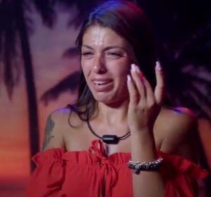 Lola llorando por su perro