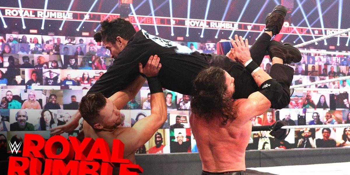 Bad Bunny ataca a John Morrison y The Miz en la WWE Royal Rumble