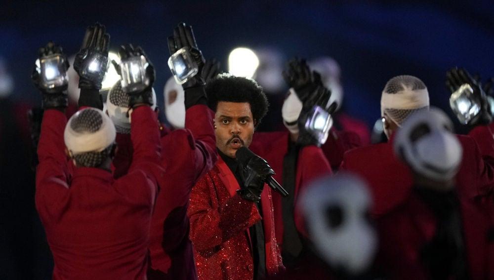 The Weeknd en su actuación de la Super Bowl