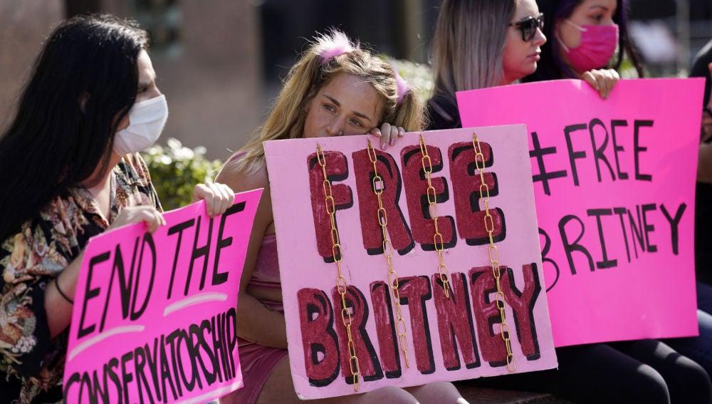 Manifestantes en Estados Unidos pidiendo la liberación de Britney Spears