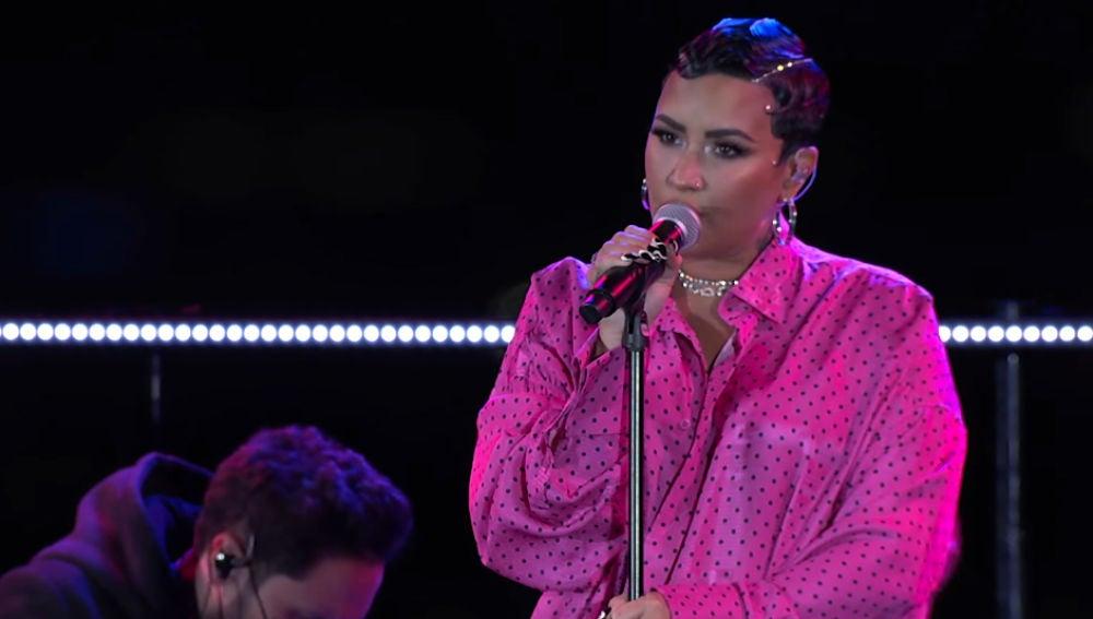 Demi Lovato estrena su nueva canción 'Dancing with de devil'.