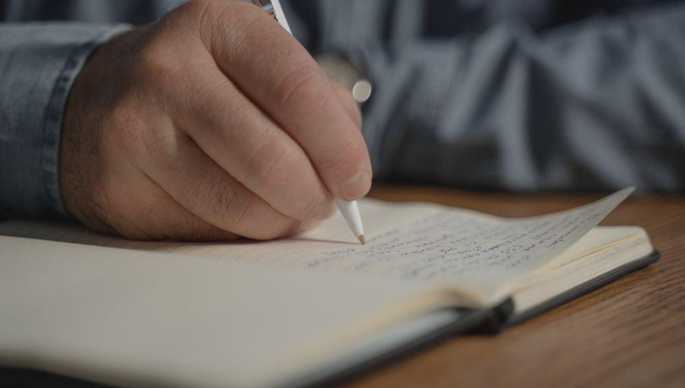 La frase que escribió a su médico un anciano con deterioro cognitivo que te romperá el corazón