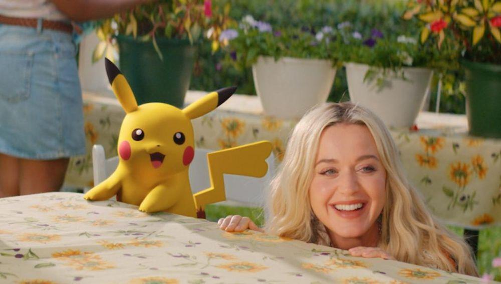 Katy Perry y Pikachu en el videoclip de 'Electric'