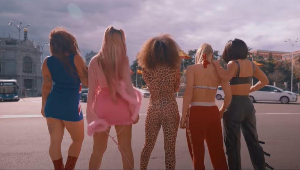 Lola Indigo y sus bailarinas en 'Spice Girls'.