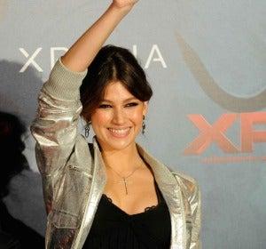 Úrsula Corberó saluda a los fans en el photocall