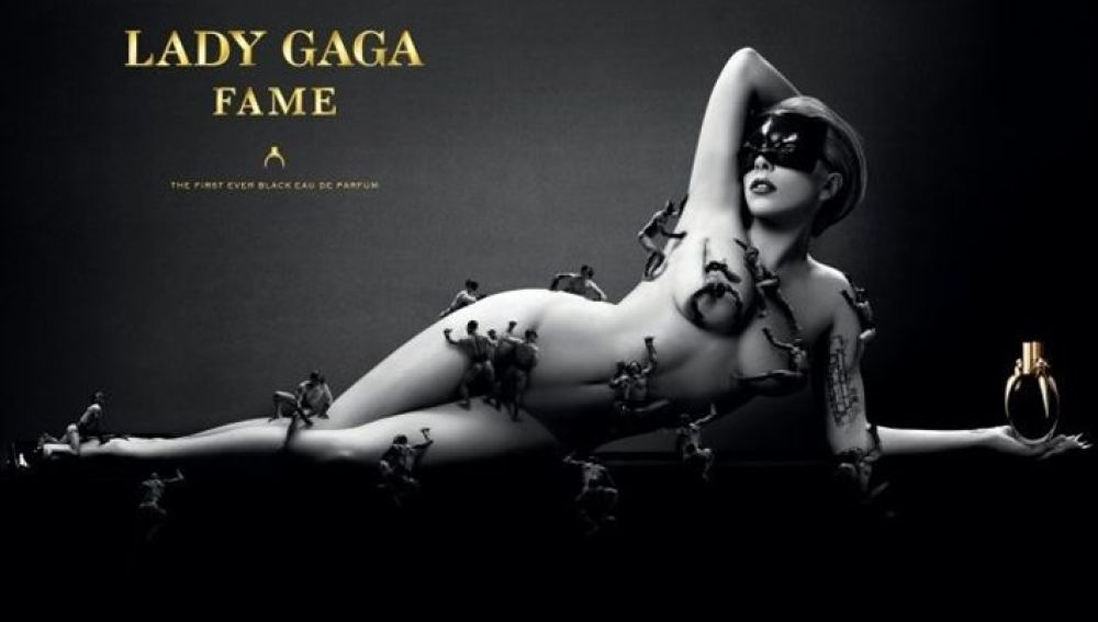 Lady Gaga posa en su nueva campaña para promocionar su primera fragancia