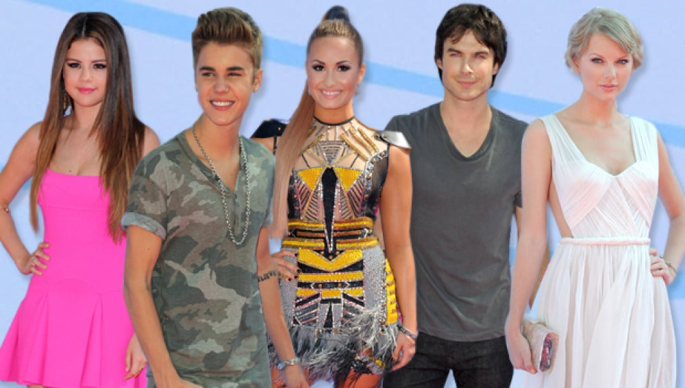 Las celebrities surfean los Teen Choice 2012