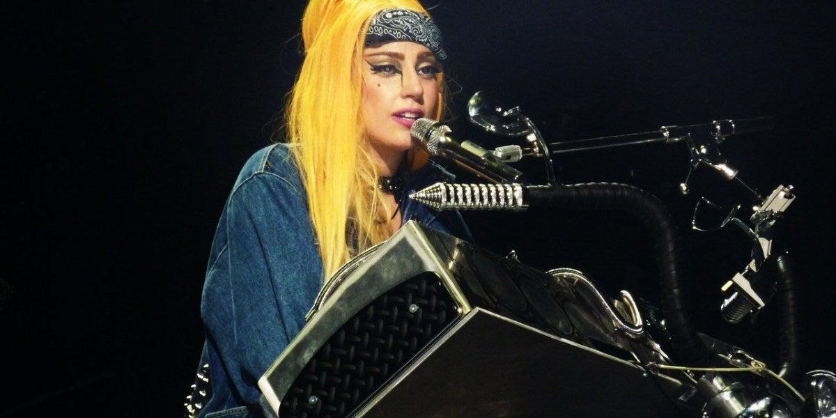 Lady Gaga durante un concierto de la gira