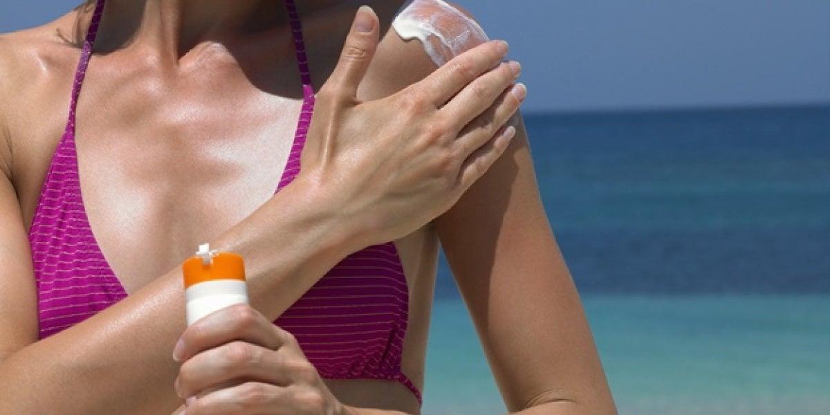 Las cremas solares tienen componentes perjudiciales para los ecosistemas marinos.