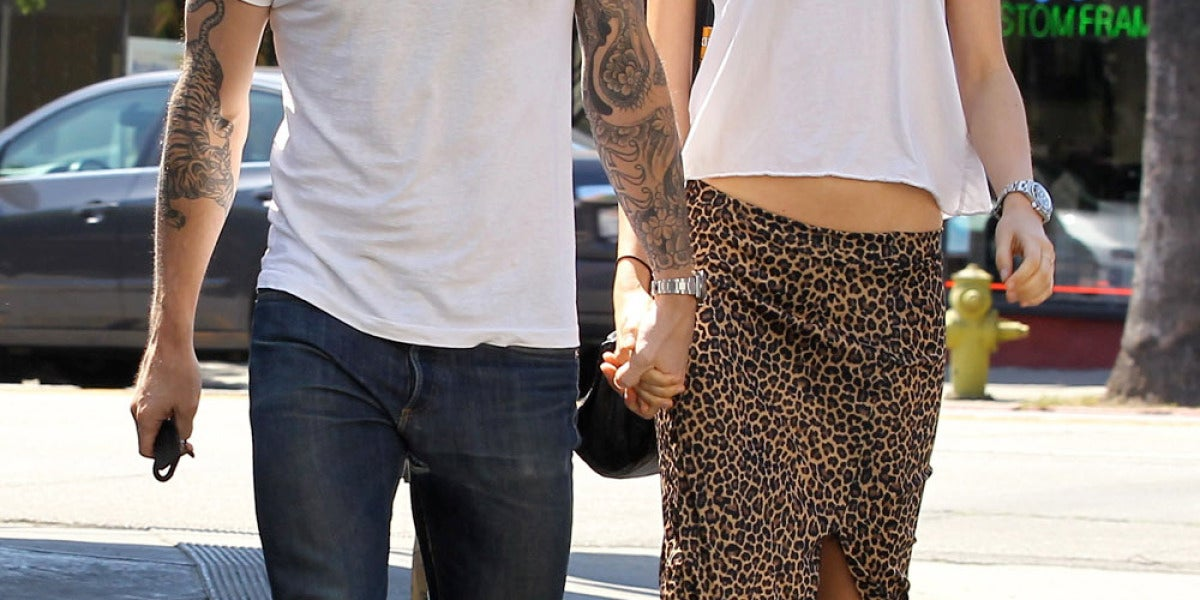 Adam Levine junto a su prometida Behati Prinsloo