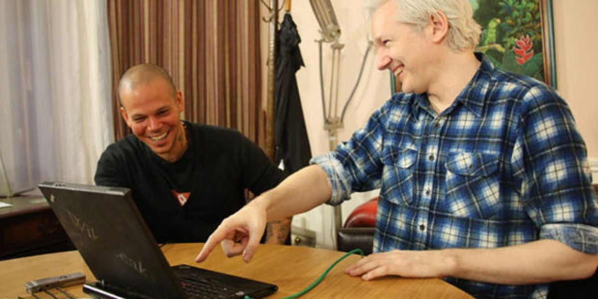 Julian Assange y Calle 13