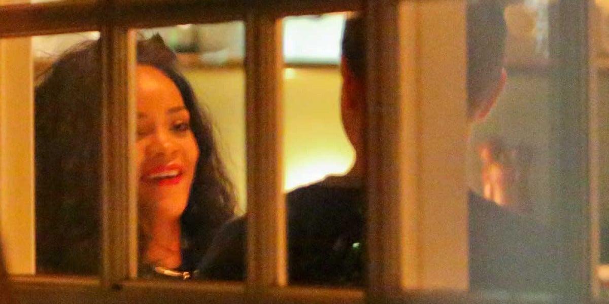 Rihanna y Chris Martin, pillados juntos de cena
