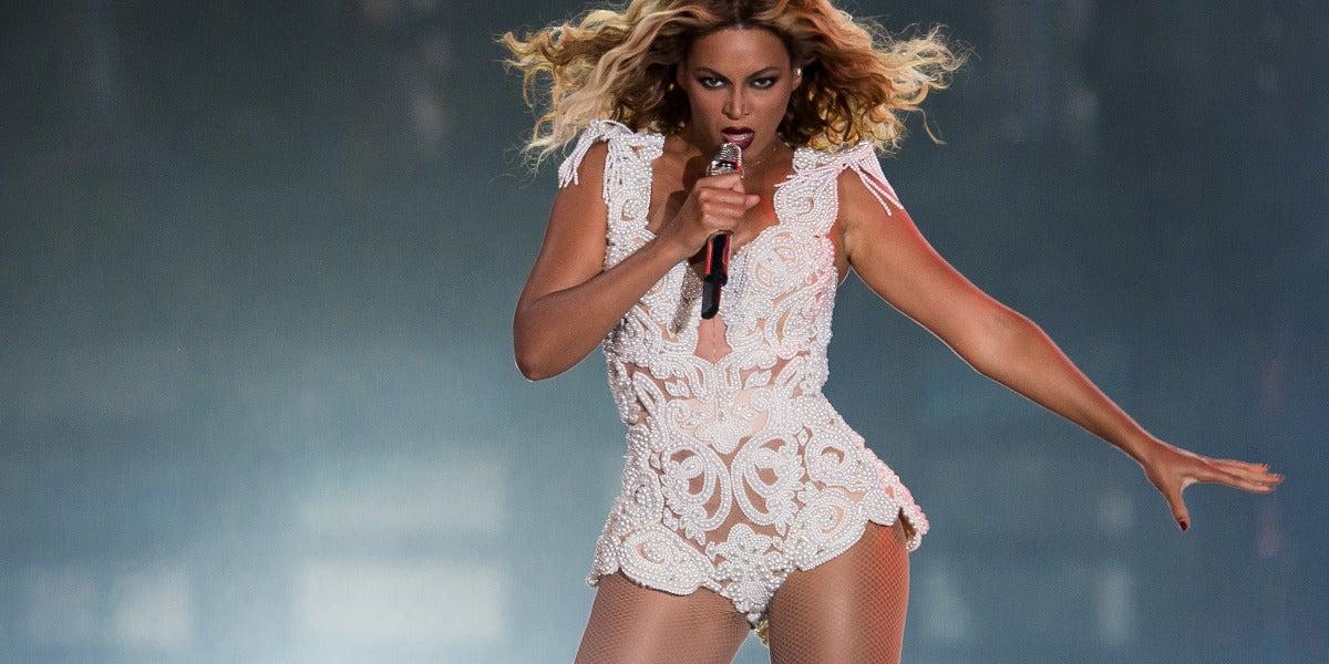 Beyoncé durante una actuación