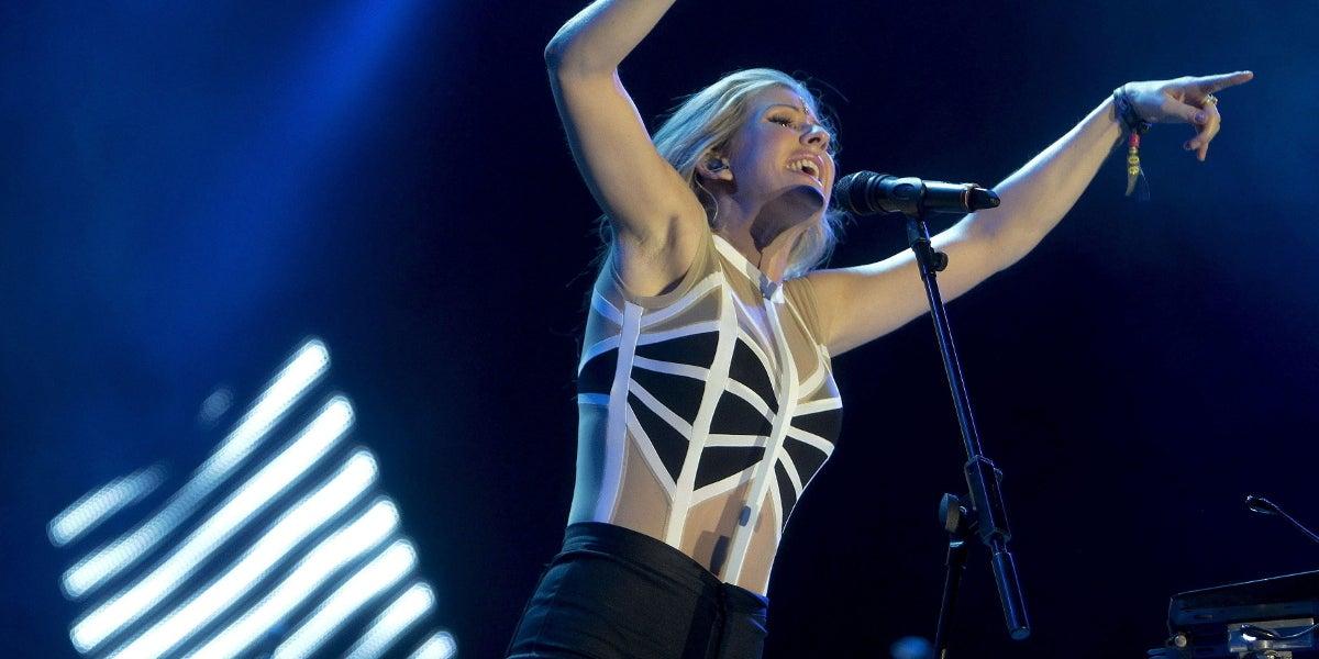 Ellie Goulding dándolo todo sobre el escenario Maravillas