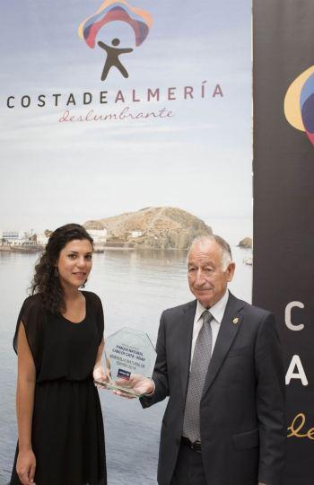 Gabriel Amat recibe el reconocimiento al parque natural Cabo de Gata