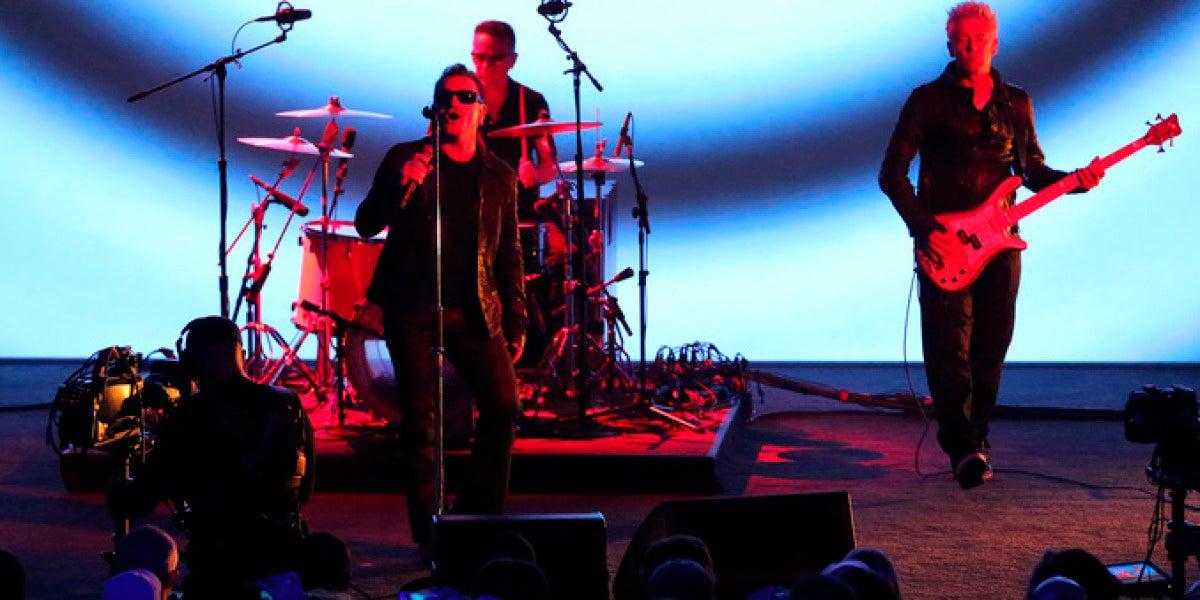 U2, en la presentación de Apple