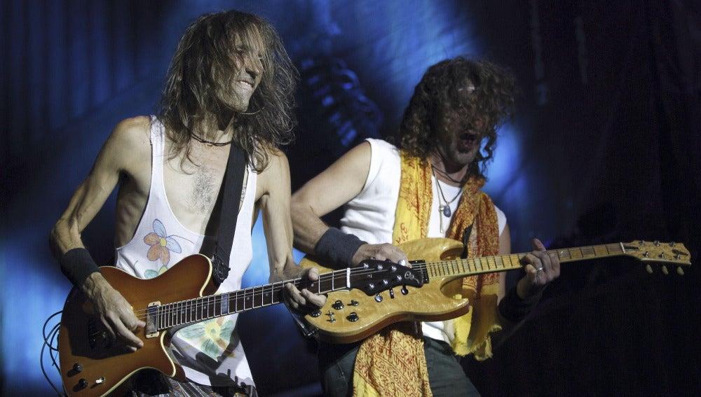 El guitarrista y cantante de Extremoduro, Robe Iniesta, e Iñaki Antón