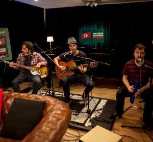 El trío sin nombre canta en ULLM