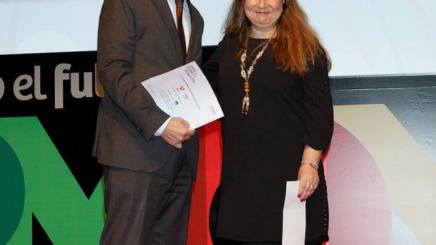 Iñaki Lerga, director de Responsabilidad Corporativa del Grupo AXA, y Gracia de Miguel, coordinadora de Proyecto PRO