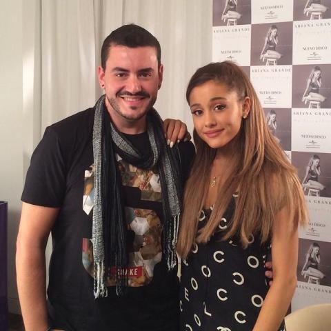 Juanma Romero junto a Ariana Grande