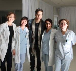Xuxo Jones con el equipo médico