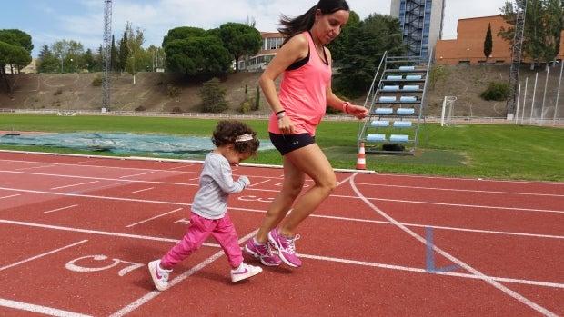 Amaya Sanfabio con su hija