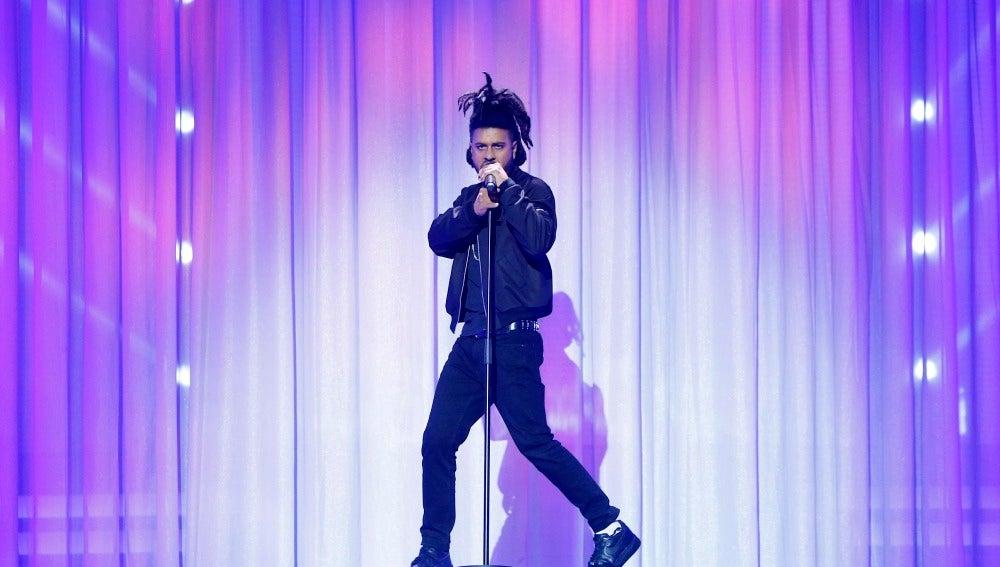 Adrián Rodríguez imita a The Weeknd