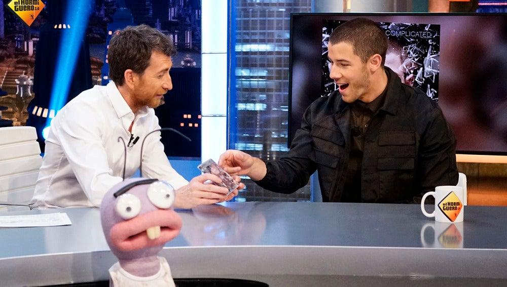 Trancas y Barrancas juegan a las adivinanzas con Nick Jonas