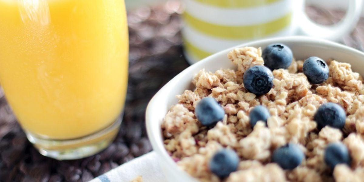 Bol de cereales con fruta